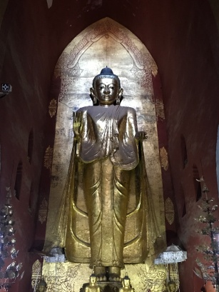 Buddha statue at Ananda Temple